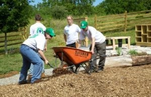 youth conservation volunteers laying mulch scaled e1607637280201
